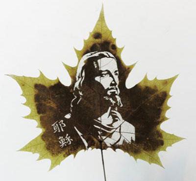 Картины вырезанные на листьях - 4