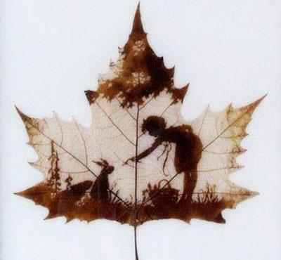 Картины вырезанные на листьях - 6