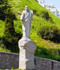 апостол Андрей Первозванный - памятник на одноименной площади