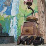 Интересные памятники Киева: памятник кофемолке