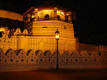 Храм Зуба Будды – Внешний вид