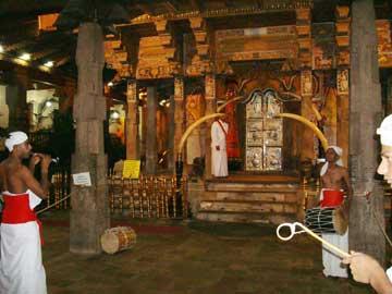 Храм Зуба Будды – Ворота во внутренний храм