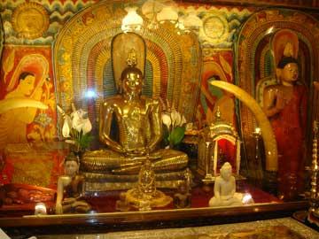 Храм Зуба Будды – Золотая ступа